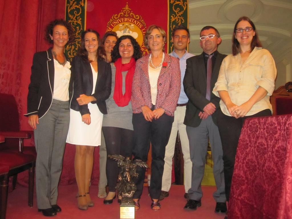 Entrega del Premio Fama a Lourdes Munduate junto a su grupo de investigación