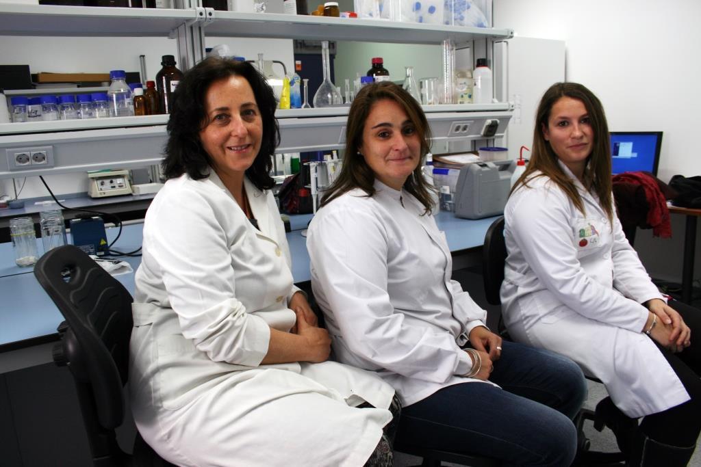 Las investigadoras Isabel Mª Vicario, Carla M. Stinco y Ana Mª Benítez