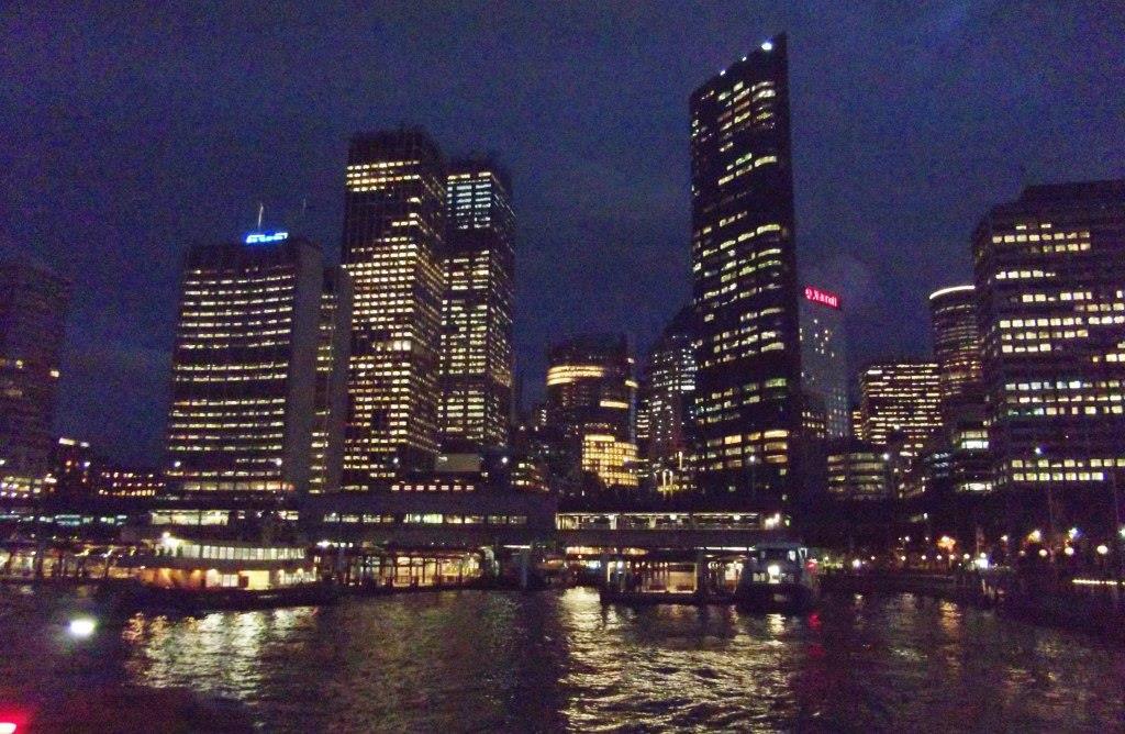 Centro de la ciudad de Sidney, un buen ejemplo de polución lumínica sobre ecosistemas costeros