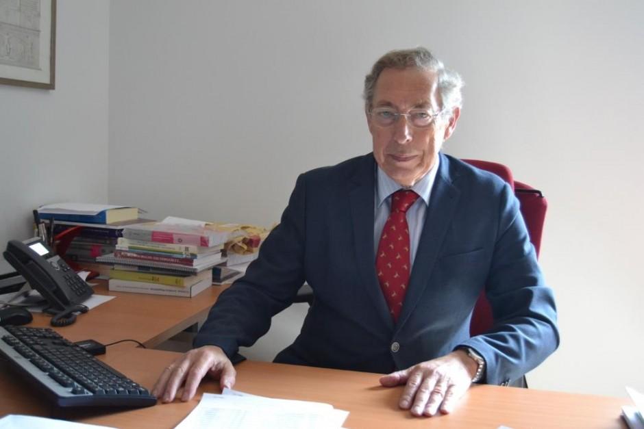 El profesor Francisco López Menudo