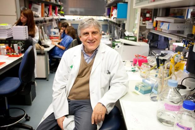 José López Barneo en su laboratorio del IBiS