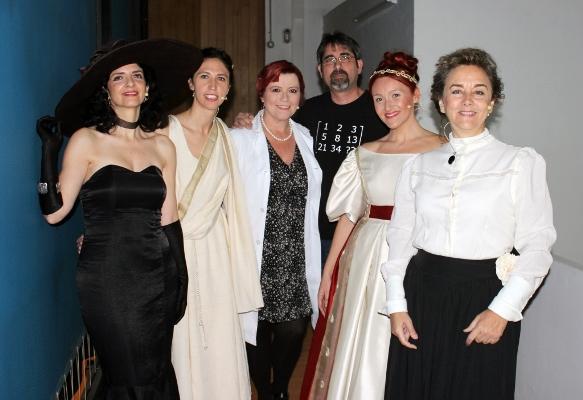 Francisco Vega junto a las protagonistas de 'Científicas: pasado, presente y futuro'