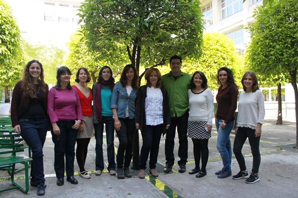 Equipo de este estudio internacional en España con la profesora de la Universidad de Sevilla Carmen Moreno en el centro