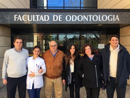 El profesor Guillermo Machuca junto a los autores del estudio