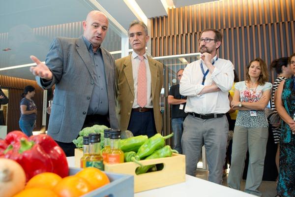 El director del Grupo Francisco J. Heredia explica esta 'Venatana a la Ciencia'