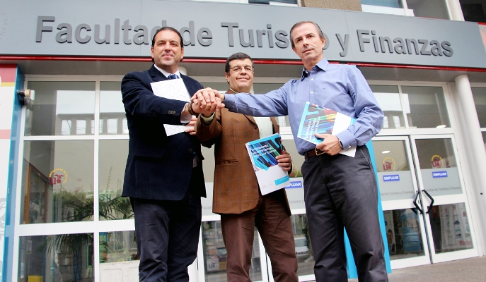 Los profesores de la US José Luis Jiménez y Francisco Serrano, y Diego Fuentes, presidente y CEO de Vip World Events