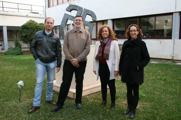 La investigadora María del Mar Martínez (de blanco) junto a los autores del estudio