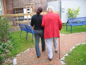 Analizan la influencia del entorno físico en las personas con alzhéimer