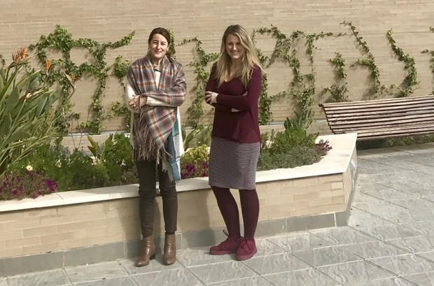 Las investigadoras Fátima León y Juana Macías