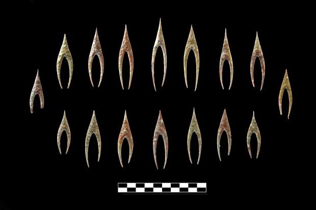 Puntas de flecha talladas en milonita hallada en el tholos de Montelirio: Fotografía: Miguel Ángel Blanco de la Rubia. Cortesía del Grupo de Investigación ATLAS (Universidad de Sevilla)