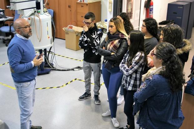 Alumnos del IES El Molinillo en el Servicio de Resonancia Magnética Nuclear