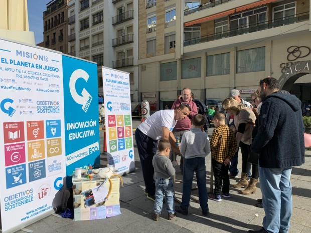 Taller El planeta en juego: misión 20/30 en la Plaza de la Encarnación de Sevilla