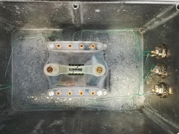 montaje del chip de silicio empleado dentro de la caja que será introducida en el incubador.